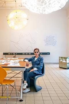 Menschen - Brigitte Kowanz für Akron